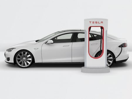 Tesla am Supercharger